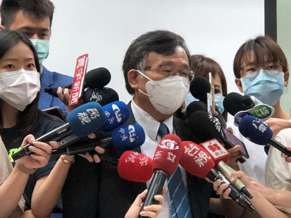 台大公衛學院流行病學與預防醫學研究所陳秀熙教授今日舉行「新冠肺炎防疫科學說明會」,討論國際疫情、疫苗最新發展。
