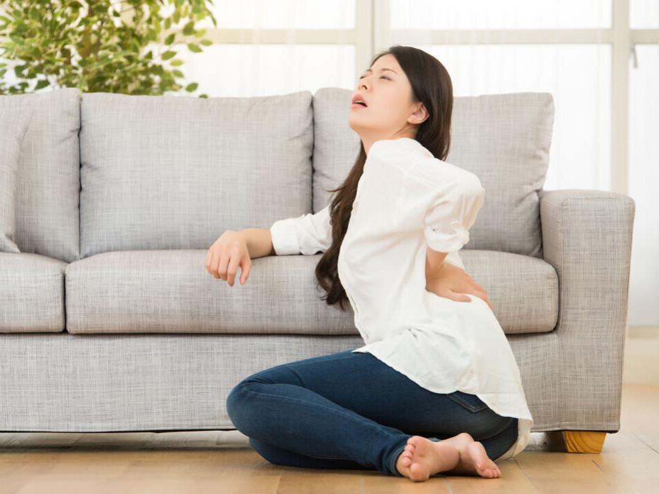 腰痛怎麼辦?中醫師告訴妳背痛原因!3招舒緩腰酸背痛