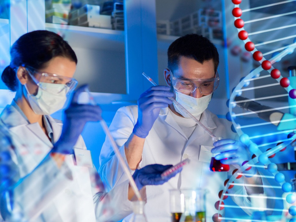 新冠肺炎疫苗預防效果達9成!預計年底供應全球對抗疫情