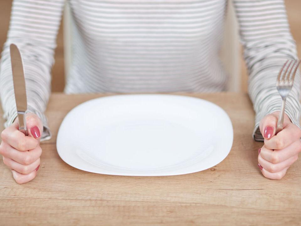 肚子餓易怒是因為低血糖!血糖低有什麼症狀?如何判斷?
