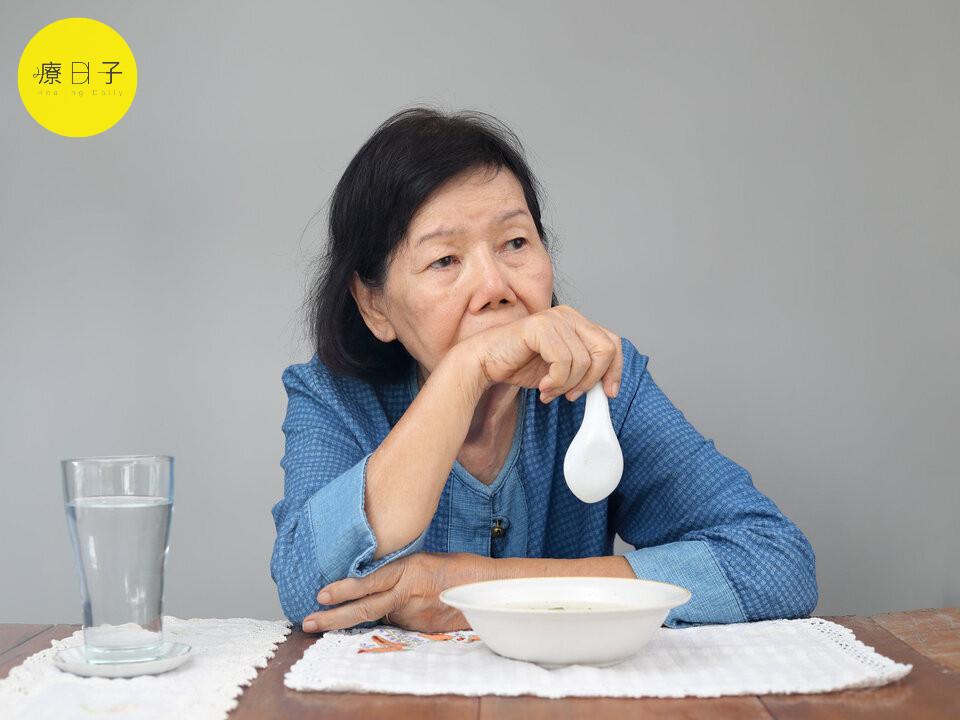 老人吞嚥困難吃什麼